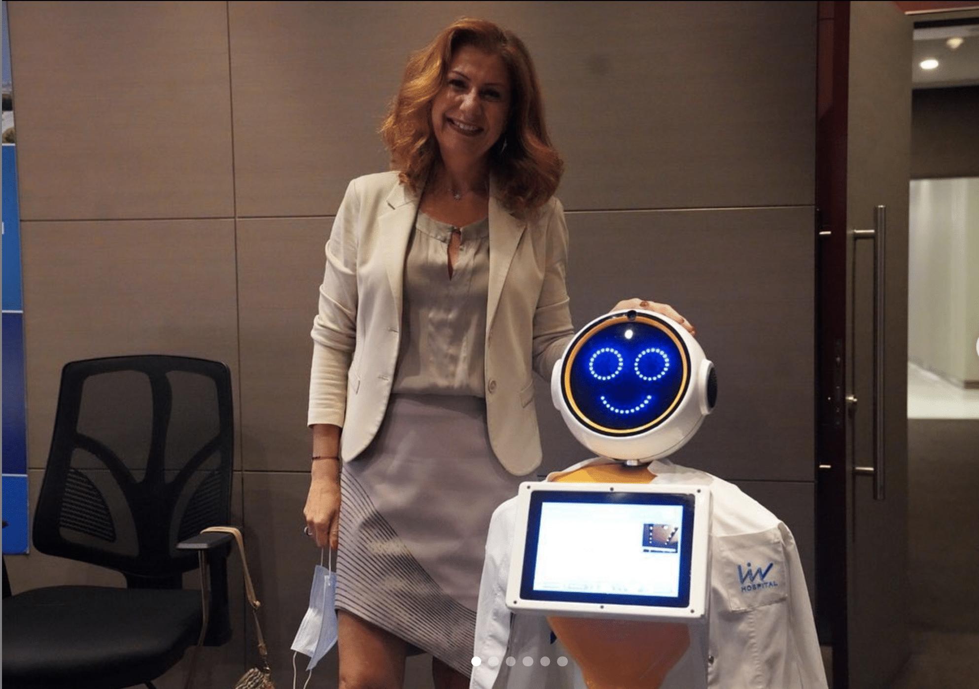 El LIV Hospital innova por el coronavirus con un robot